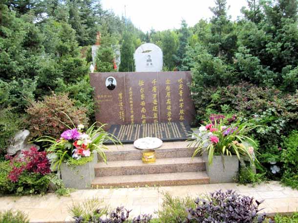 胡荣贵将军墓地